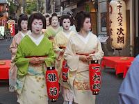 観亀(かんき)神社で例大祭の前夜日、「宵宮祭」が営まれた。