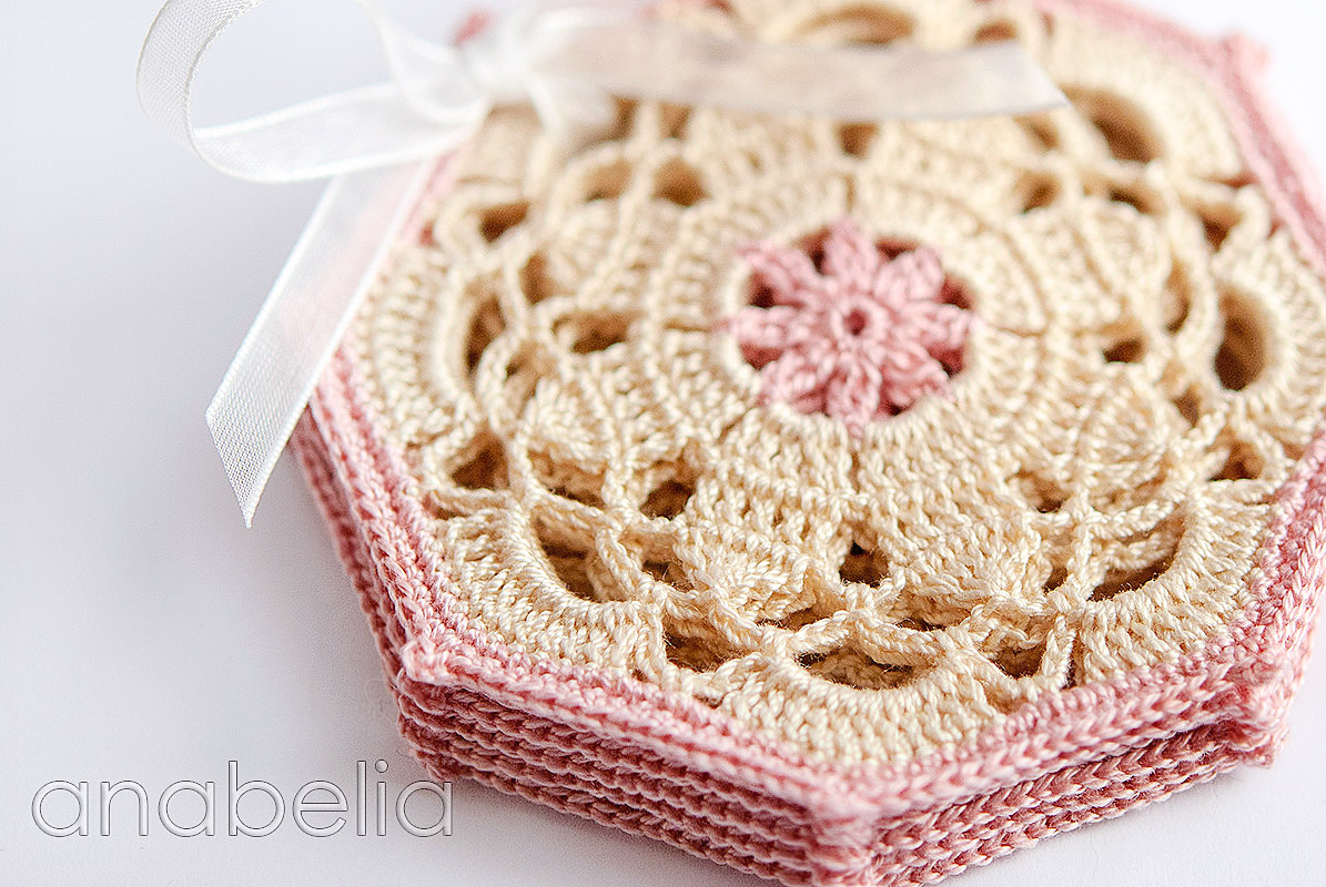 Vintage crochet coaster pattern by Anabelia