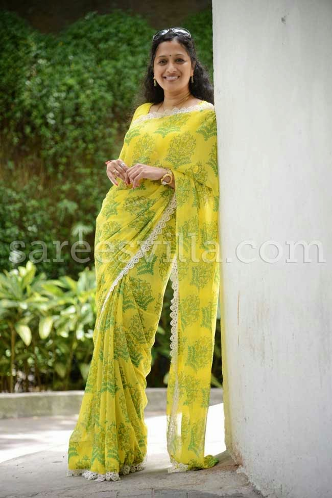 Anchor Anitha Chowdary In Yellow Chiffon Saree