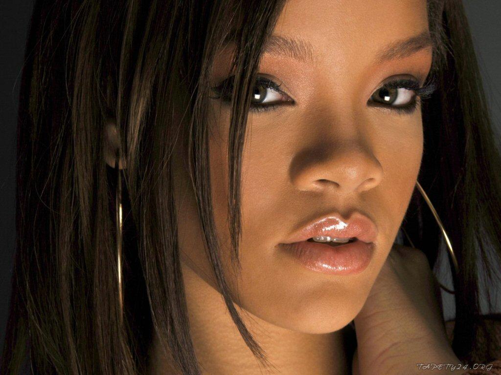 http://1.bp.blogspot.com/-e7Xcq8k7ESc/T7EEllYR4mI/AAAAAAAABSA/bslQ5Jhhg9U/s1600/Rihanna.1863.jpg