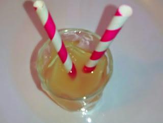 zumo de piña y pomelo