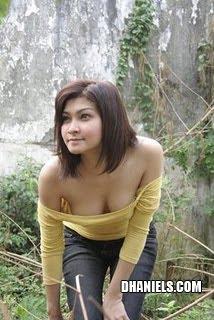 Model Rumah Kebun on Pose Hot Model Igo Di Kebun Belakang Bikin Penasaran   Situs Co   News