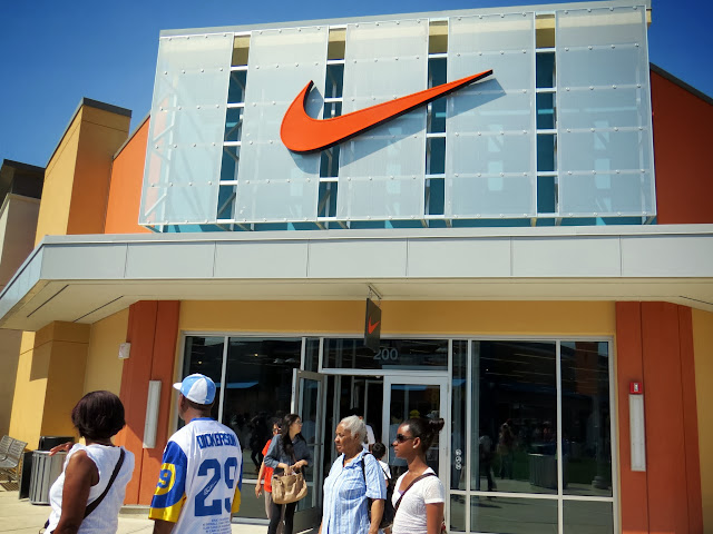 Nike Outlet Store - Toronto Premium Outlets