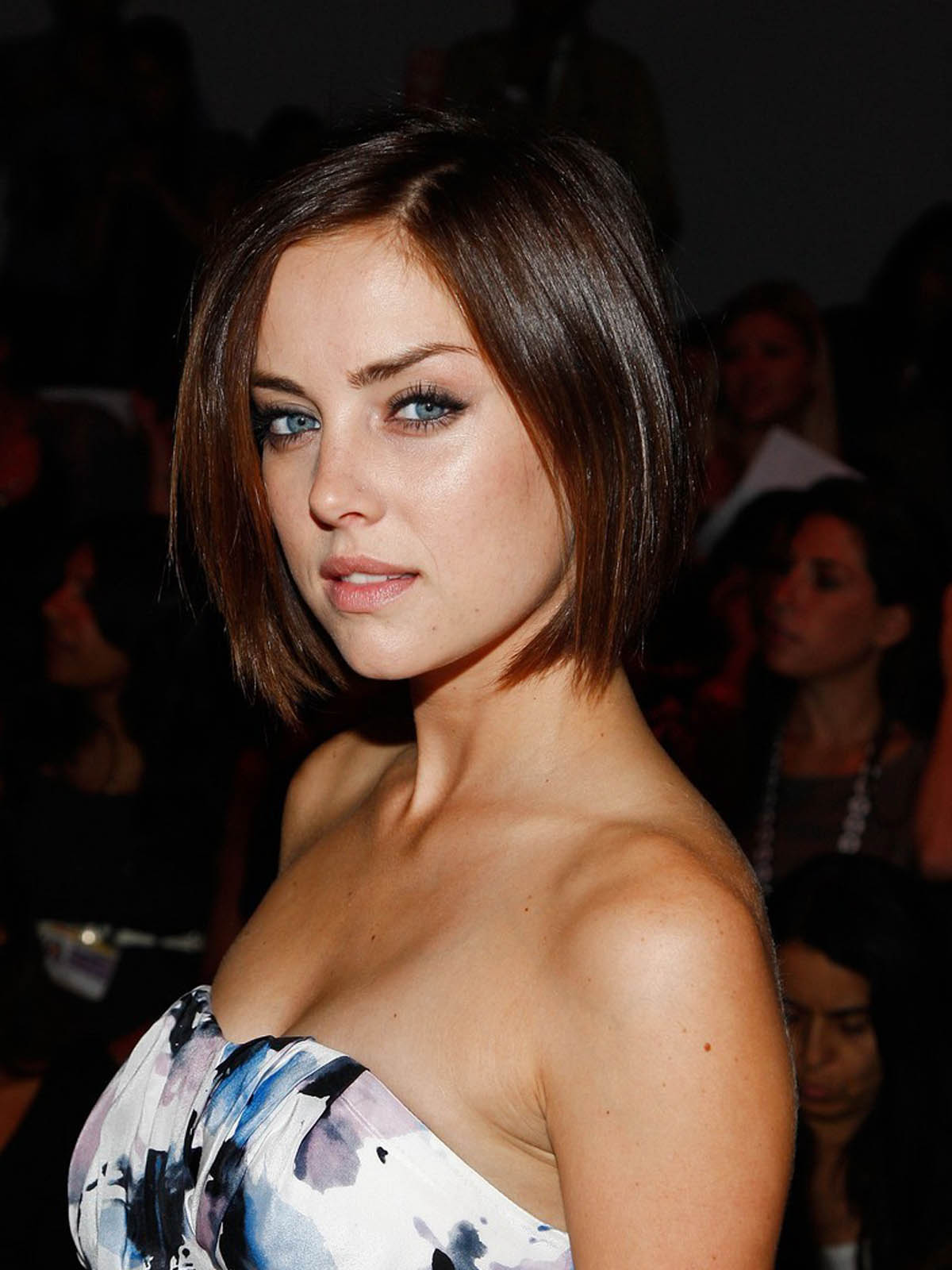 are jessica stroup and dustin milligan still dating