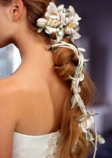 http://1.bp.blogspot.com/-e8XTsVwDams/TzFWCS4vIKI/AAAAAAAAANg/Sib1iBYia4o/s1600/loose-braid-wedding-hairstyle.jpeg
