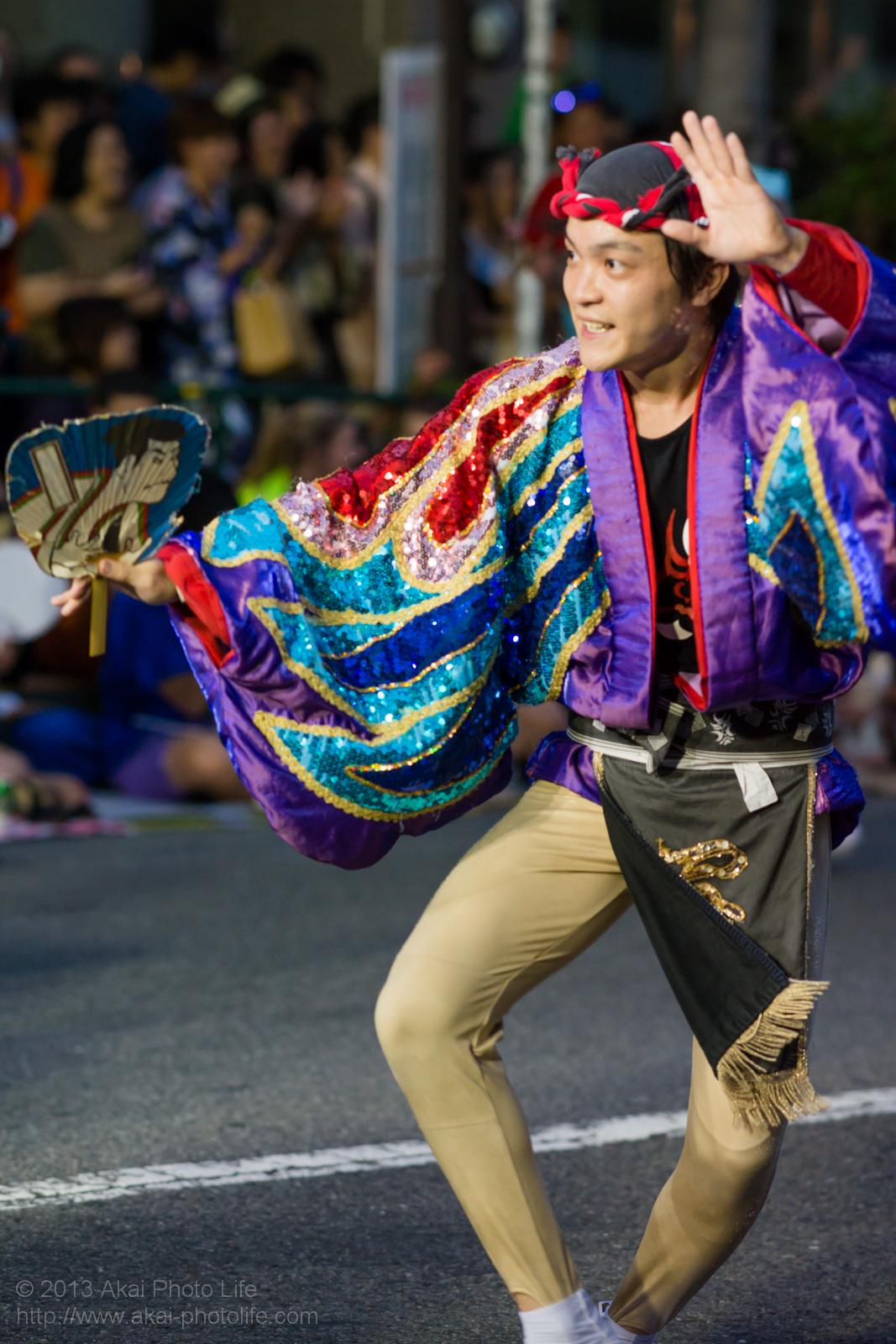 高円寺阿波踊り 写楽連のやっこ凧役の方の団扇踊り