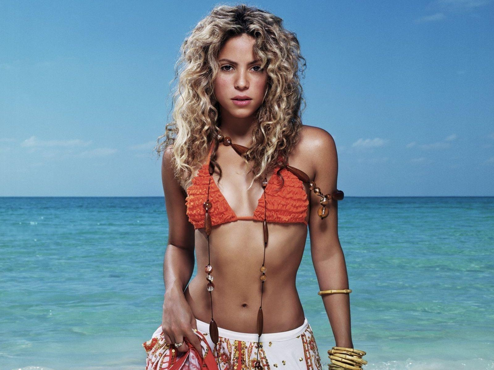 Would like Shakira hot bikini your