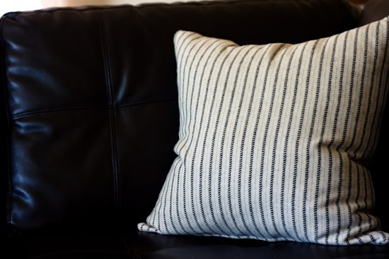 Strawberry Chic: DIY Tuesday: Throw Pillow with Zipper