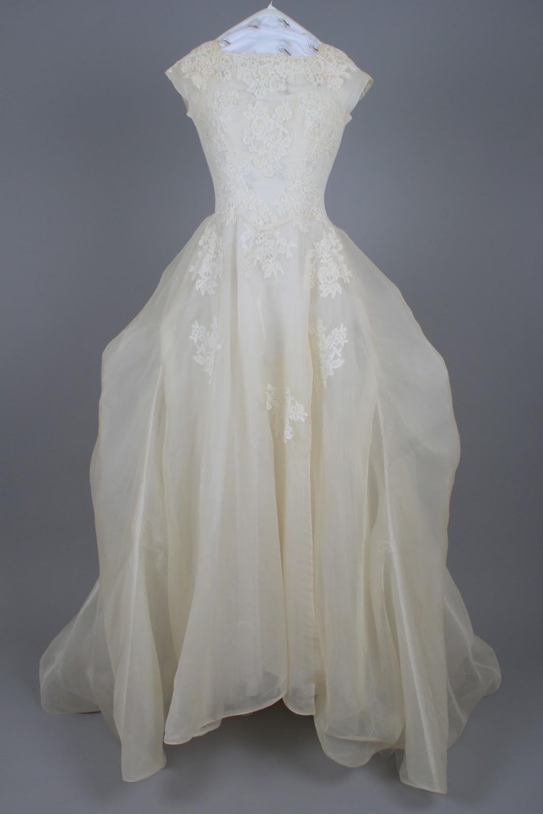Bridal gown cleaning preservation follow a 50 year old for Wedding dress preservation company