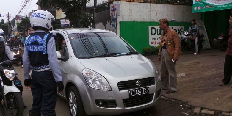 Parah ! Disuruh Parkir Yang Bener, Habib Ngamuk  Dan Suruh Petugas Lapor Jokowi