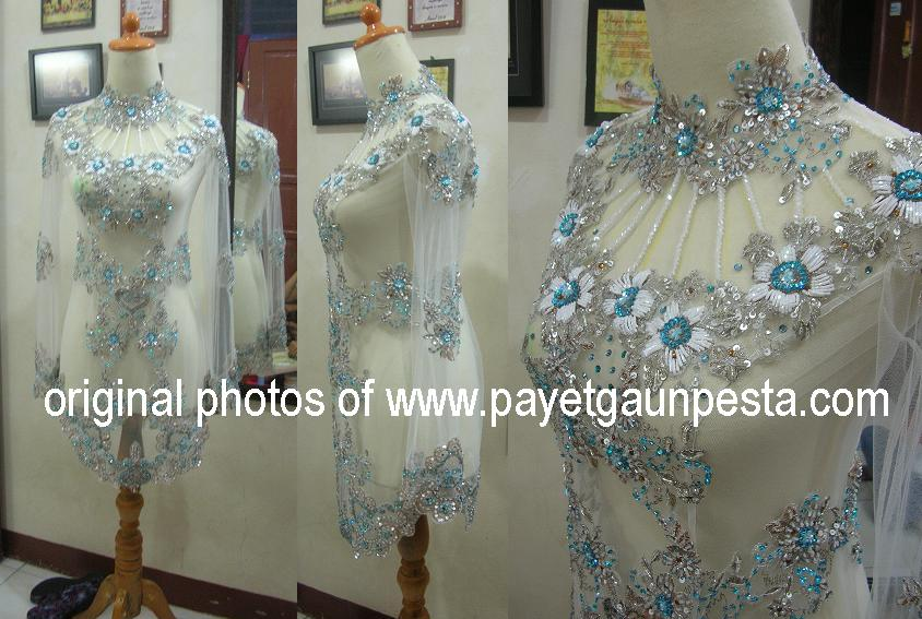 the beauty of kebaya ( indonesian traditional dress).wmv