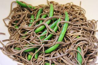 Soba noodles with green beans