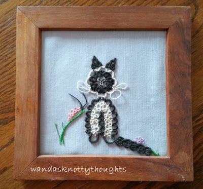 Tatted cat from The Complete Book of Tatting, Rebecca Jones, found on wandasknottythoughts