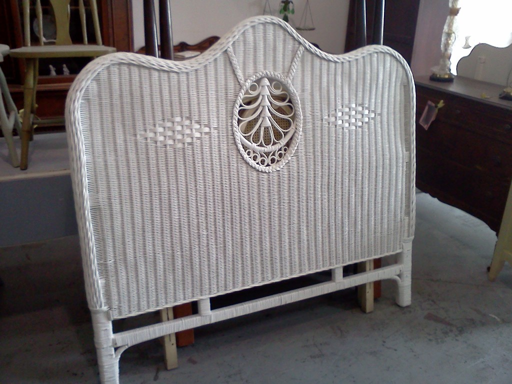 Mahogany Full Size Bed With Wrap Around Footboard