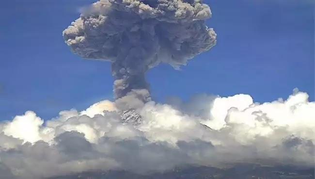 Συναγερμός στην Ινδονησία καθώς εκατοντάδες ξένοι τουρίστες αγνοούνται μετά την έκρηξη του ηφαιστείου Rinjani στο νησί Lombok