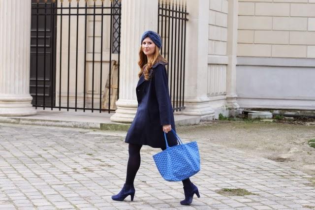 Look con turbante y bolso Goyard