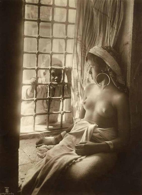 Эти эротические фотографии сделаны в конце 19, начале 20 века. Снимки отли