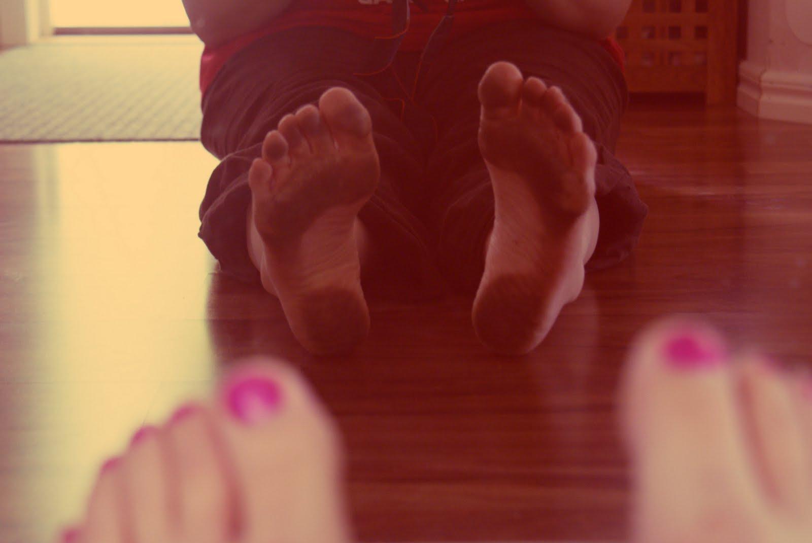 kryper i fötterna