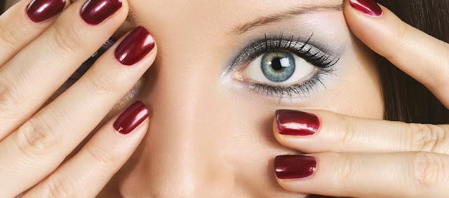 belleza uñas mujer
