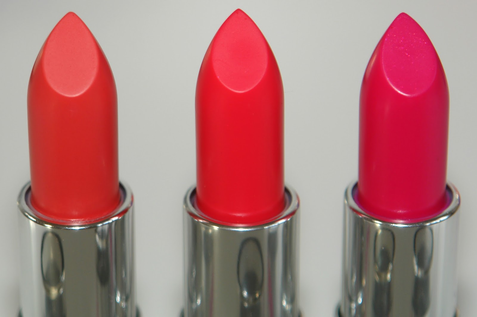 The Body Shop Colour Crush Shine Lipsticks, Sunset Romance, Fuschia Flirt, Magenta Be Rouge, swatches, lip swatches, photos, UK blogger, beauty, make up, review,