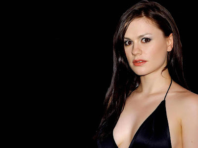 Anna Paquin Hot Wallpaper