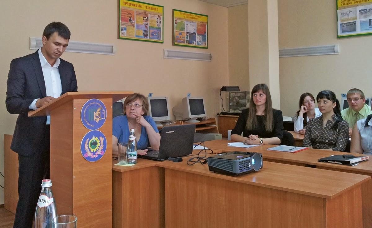 Магістр з якості, стандартизації та сертифікації І.Оголенко захищає свої дослідження комісії ДЕК