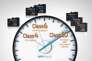 Seguramente nunca te hayas parado a pensar que la tarjeta microSD de tu smartphone influye en su rendimiento, pero lo cierto es que lo hace y en gran medida, sobre todo cuando tenemos muchas aplicaciones movidas a la misma. Por ello, resulta ideal comprar una tarjeta microSD de calidad, lo cual podemos hacer comprobando varias características de la misma, aunque lo más sencillo es comprobando de que clase es. La clase, para quien no lo sepa, es un medida de la velocidad de la tarjeta. Tipos de microSD Existen 4 clases de microSD: Clase 2, con una velocidad mínima de