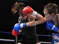 """La boxeadora uruguaya Chris Namús perdió ayer por decisión unánime (98-94, 97-93, 97-93) ante Fernanda """"Camionera Alegre"""" en combate realizado en Argentina ."""