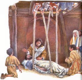 Comme ils ne peuvent l'approcher à cause de la foule, ils découvrent le toit au-dessus de lui, font une ouverture, et descendent le brancard sur lequel était couché le paralysé.
