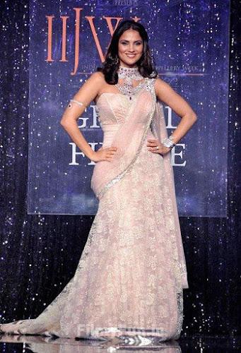 Lara Dutta Looks Glamorous