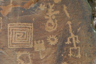 Βραχογραφίες των Ανασάζι με αρχαιοελληνικά σύμβολα