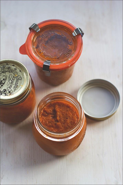 Rösttomatensauce, eingekocht und aus dem Ofen, als Pastasauce im Glas auf Vorrat