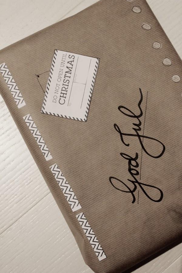 printables, svart och vitt, skriva ut gratis bilder, slå in paket, brunt inslagningspapper, tips inslagning, julklapp, inspiration julen 2013