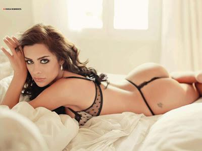 Larissa Riquelme sensual en la cama