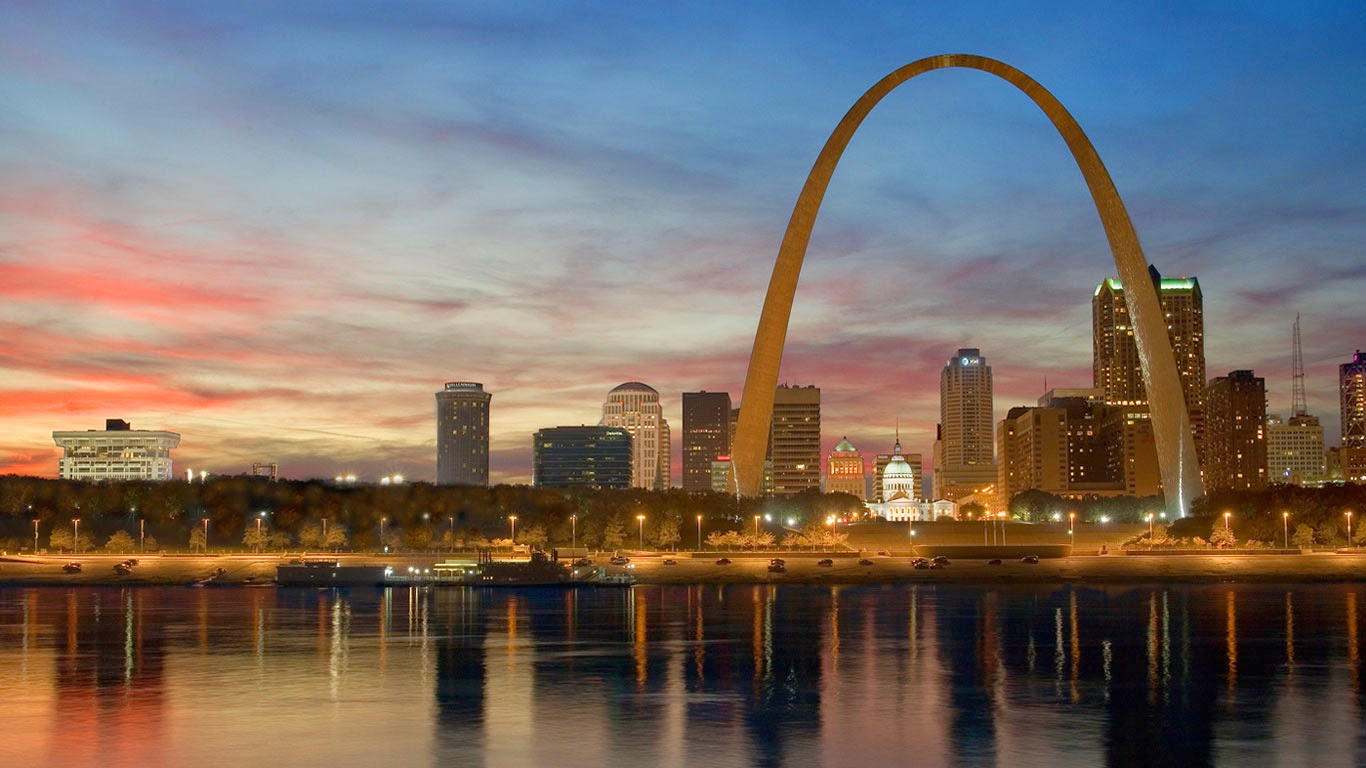 St. Louis skyline and Gateway Arch, Missouri (© Mary Ann Melton/Alamy) 228