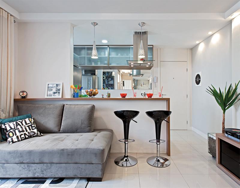 revista decoracao de interiores de apartamentos: de acrílico e cores neutras, ajudando ainda mais na sensação de