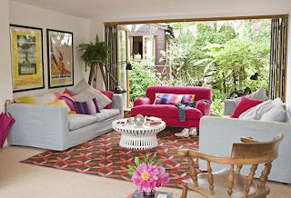 Tapete para sala com motivos geométricos coloridos estilo anos setenta