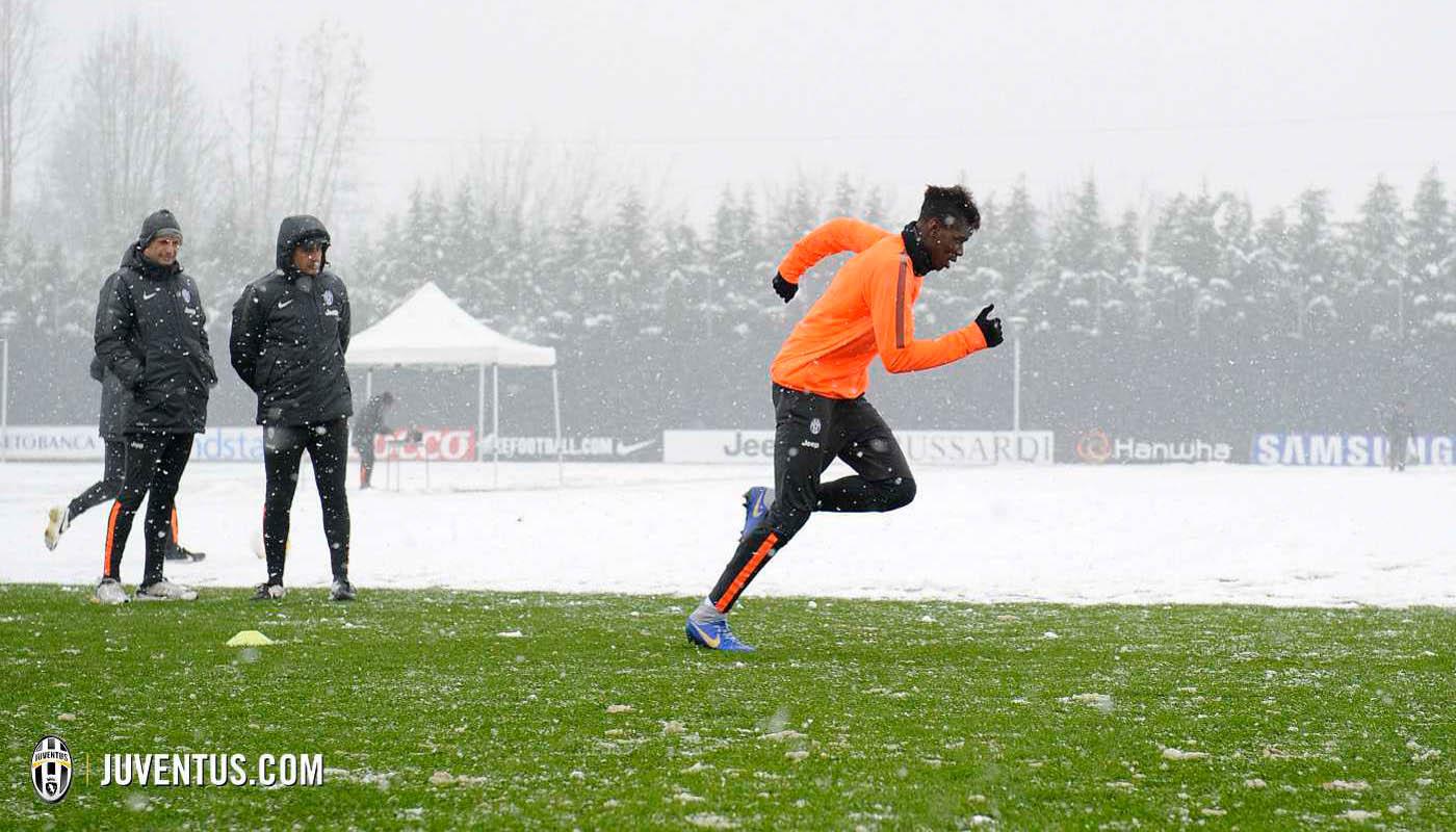 Paul Pogba Shows-Off Custom Blue Nike Magista Obra Boot - Footy ...