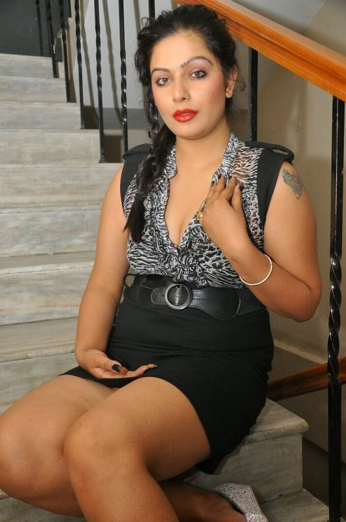Tamil Actress Reva Hot Photos in Short Mini Skirt