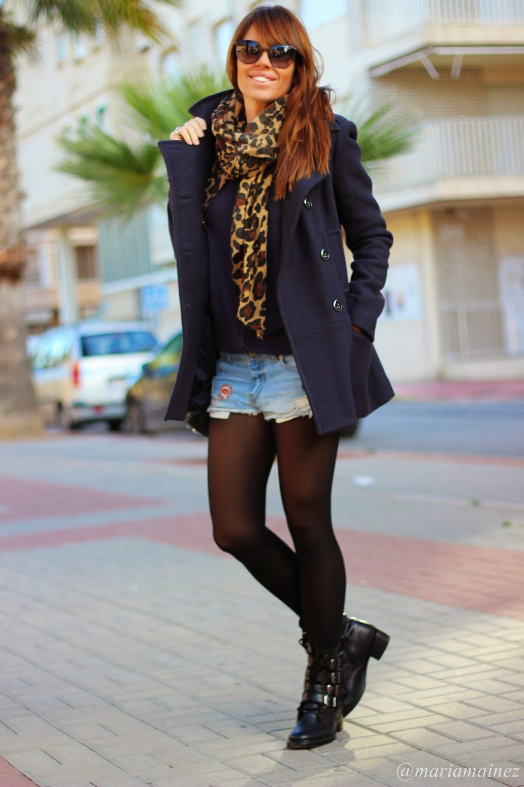 Outfit invierno - Efforless- Bikers Buffalo London- Chanel sunnies- Abrigo Paño azul