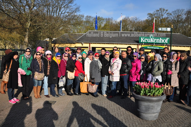 holiday to holland and belgium with premium beautiful at keukenhof with group photo