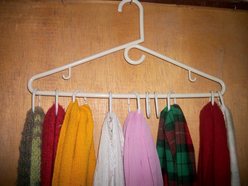 El trebol azul trucos para organizar tu hogar for Como colgar cortinas con ganchos