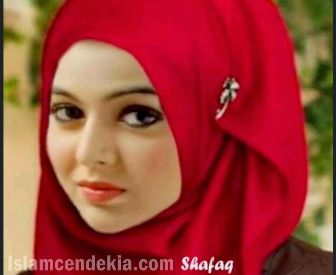 Foto Shafaq Naaz Mahabharata memakai hijab/jilbab/kerudung