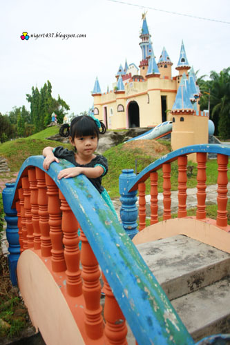 Disneyland At Ayer Tawar, Check Out Disneyland At Ayer ...