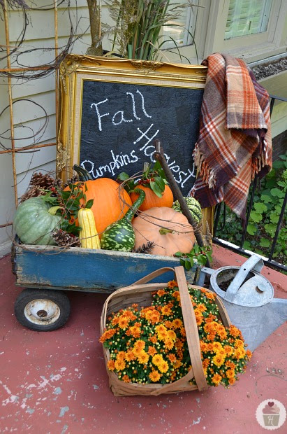 25 outdoor fall decor ideas the cottage market for Fall patio decorating ideas