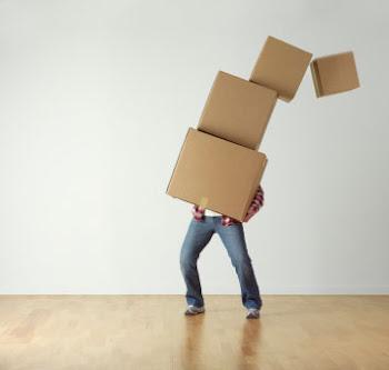Porque atan cargas pesadas  difíciles de llevar; y las ponen sobre los hombros de los hombres;