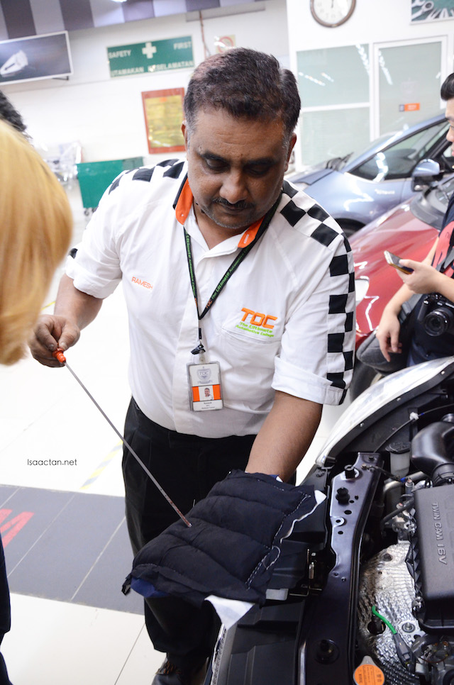 Mr Ramesh showing us how it's done. Checking the engine oil level, and various under the hood stuff