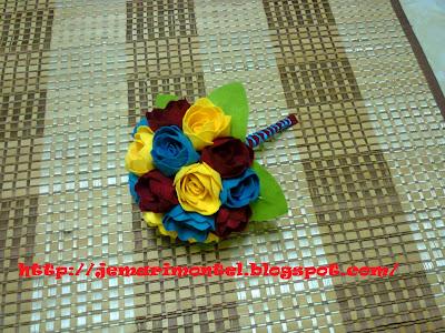 kemasan pada pemegang bunga tangan felt roses