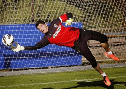 Thibaut Courtois ideal replacement for Victor Valdes