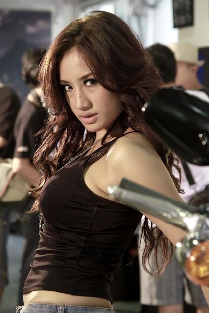 ... artis panas yang hot dan vulgar ini dia foto foto shinta bachir